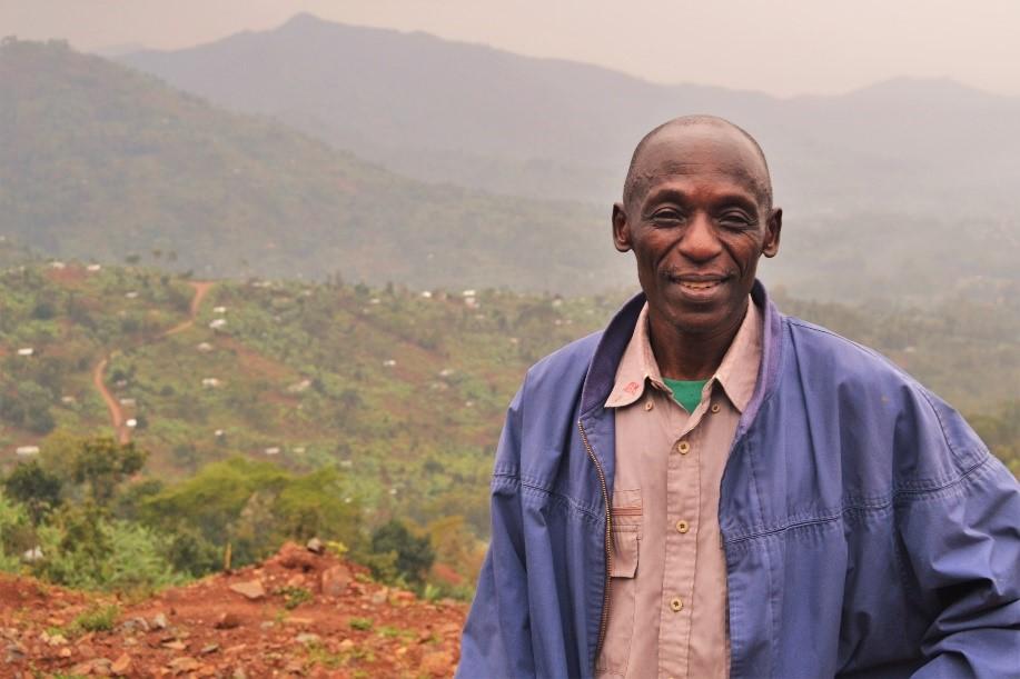 Llun: Charles Wabumba ar lethrau Mount Elgon